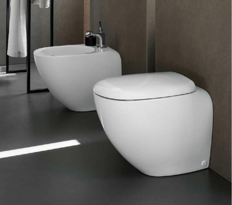 Wc rimfree completo di sedile e bidet filo parete pozzi for Sanitari filo parete